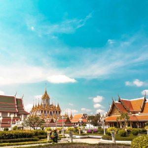 Tempel mit blauem Himmel, in Bangkok