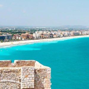 Valencias Strand mit blauem Meer